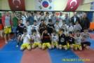 King Box ve Muay Thai branşlarında İstanbul şampiyonu olan sporcularımızı ve anrenörümüz Muhammed Dursun Tulgar hocayı tebrik ediyor ve başarılarının devamını bekliyoruz..Örnek Gençlik ve Spor Kulübü Başkanı Adnan EROL